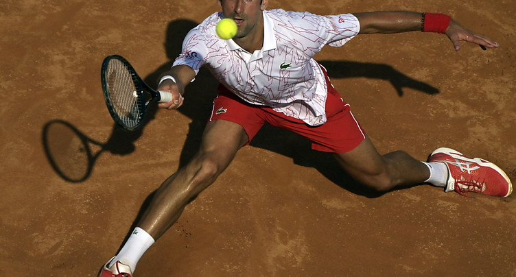Djokovic peine pour rallier les demies