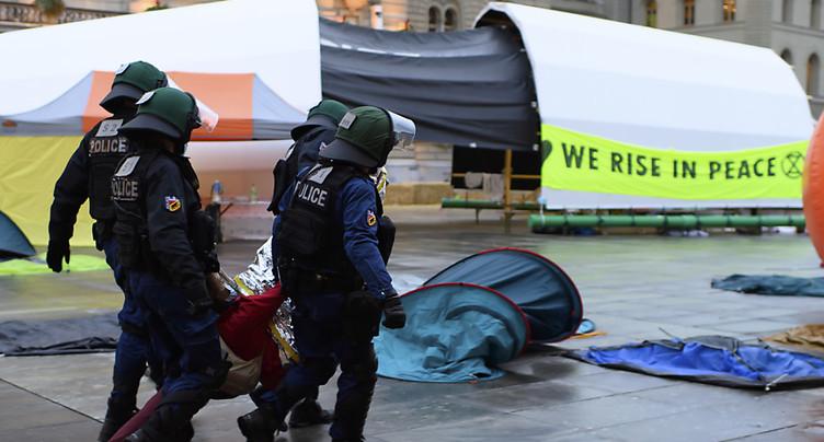 Evacuation dans le calme des militants du climat à Berne