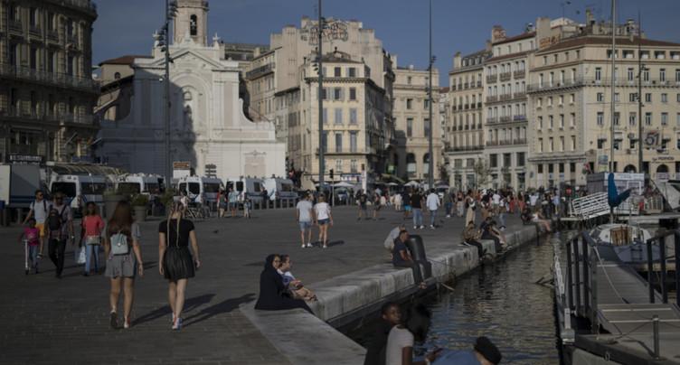 Restrictions controversées en France, masques à Munich