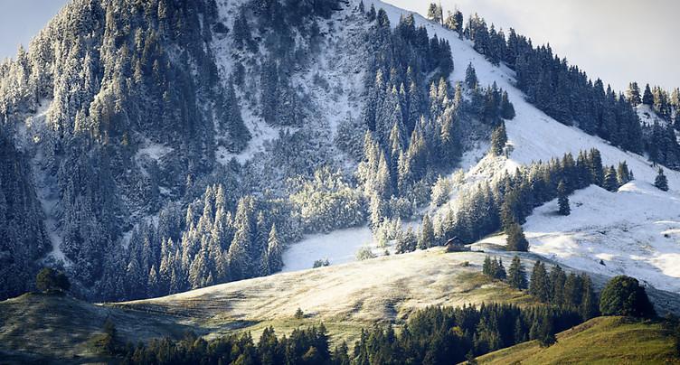 Vacances d'automne: bouchons au Gothard et neige sur les routes