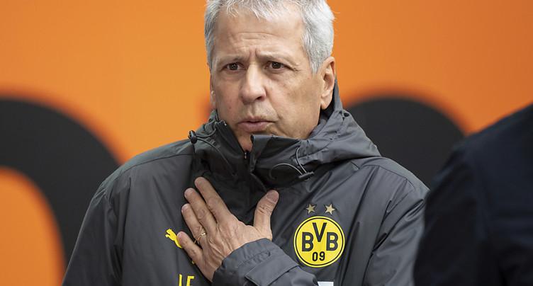 Augsbourg seul en tête, Dortmund battu