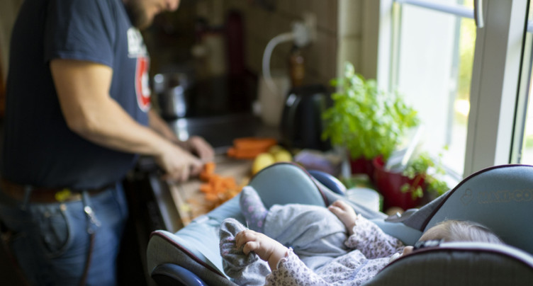 Les pères auront dix jours pour s'occuper de leur nouveau-né