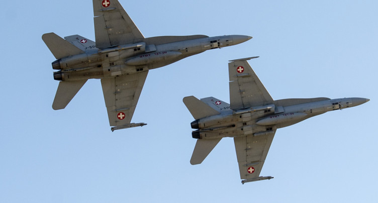 Le sort des avions de combat est incertain - score très serré