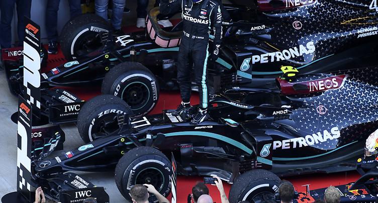 Valtteri Bottas s'impose, Hamilton pénalisé