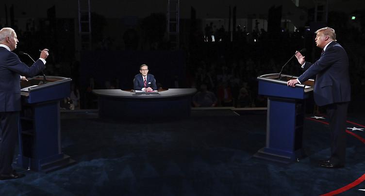 Après un débat cacophonique, Trump et Biden retournent en campagne