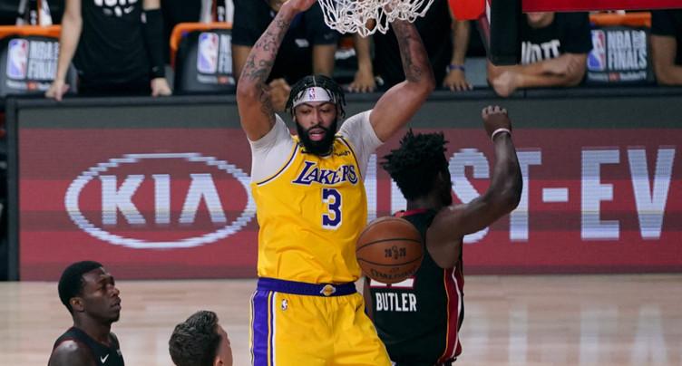 Les Lakers annoncent la couleur d'entrée de jeu