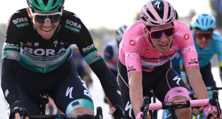 Almeida sauve son maillot rose devant Kelderman