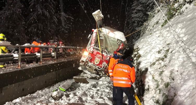 Un train des RhB heurte des rochers: conductrice blessée
