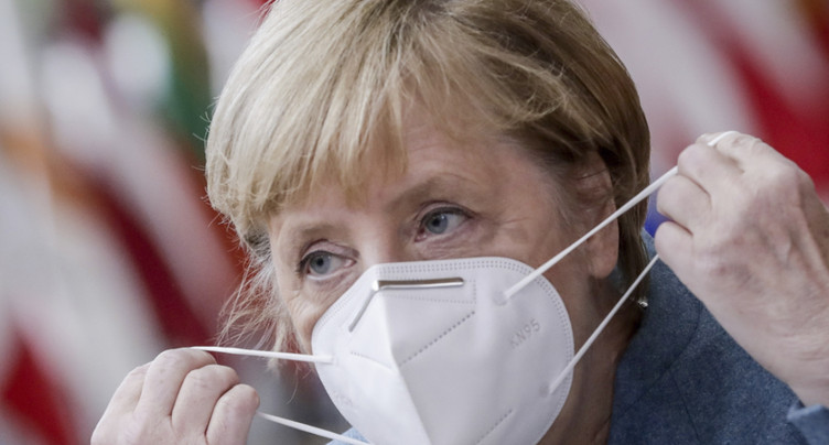Angela Merkel penche pour un confinement partiel