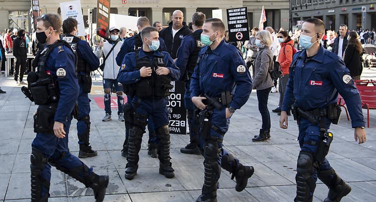 Le personnel de santé a dû être protégé par la police