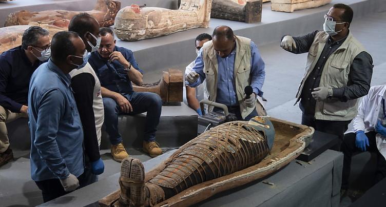 Egypte: découverte de plus de cent sarcophages intacts, un « trésor »