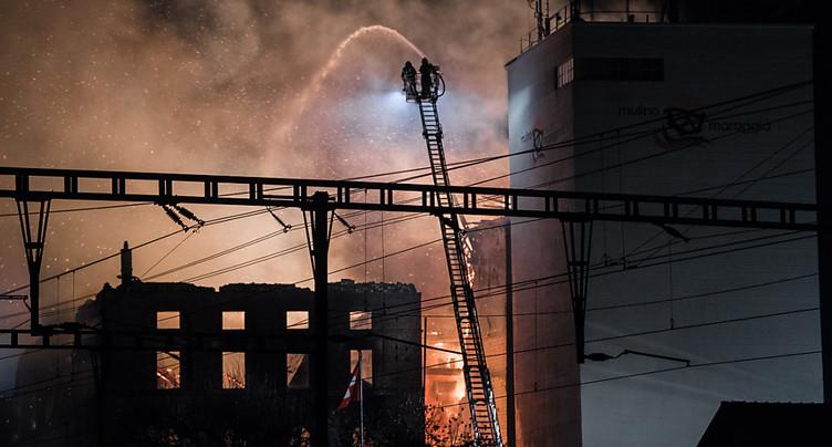 Gros incendie à Maroggia au bord du lac de Lugano