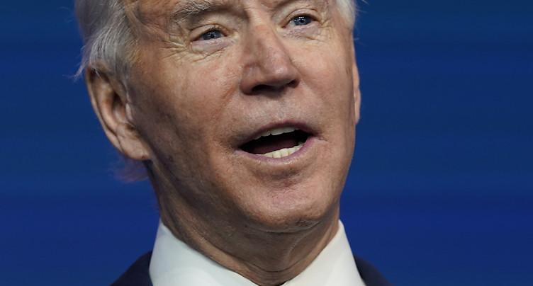 Trump silencieux sur sa défaite, Biden vers la Maison Blanche