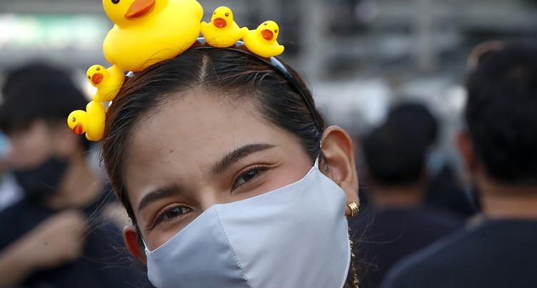Des milliers de manifestants pro-démocratie à Bangkok