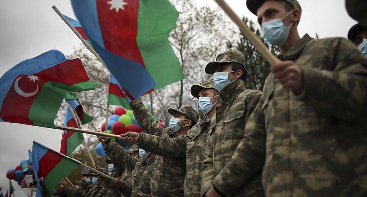 L'Azerbaïdjan hisse son drapeau dans le district de Latchin