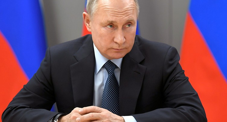 Poutine demande le début des vaccinations « à grande échelle »