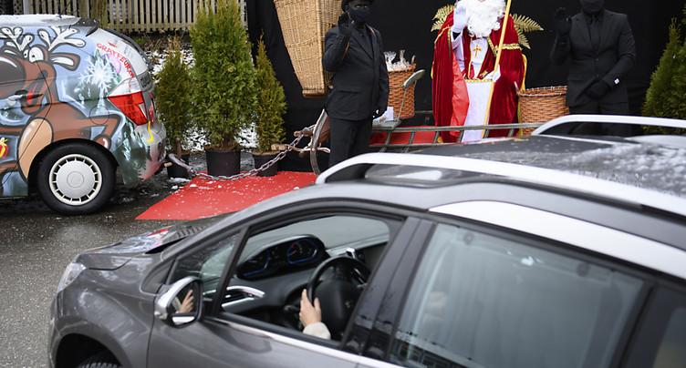 Un « drive-in » pour fêter St-Nicolas à Bulle (FR)