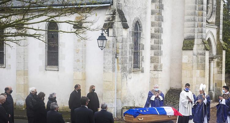 Giscard d'Estaing inhumé dans la plus stricte intimité à Authon