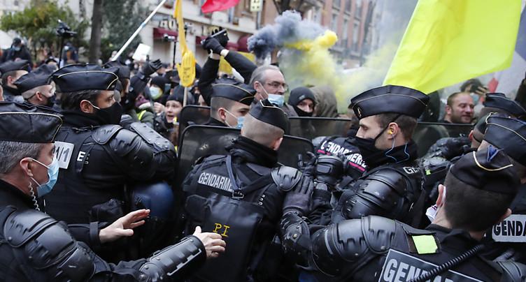 France: manifestations tendues pour la défense des libertés, scènes de vandalisme à Paris