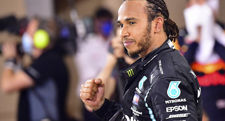 Hamilton nommé personnalité sportive de l'année en Angleterre