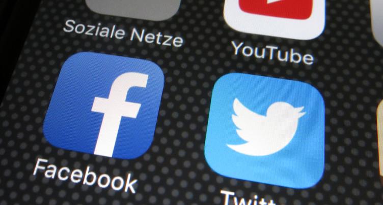 Violence au Capitole: Twitter et Facebook suspendent Trump