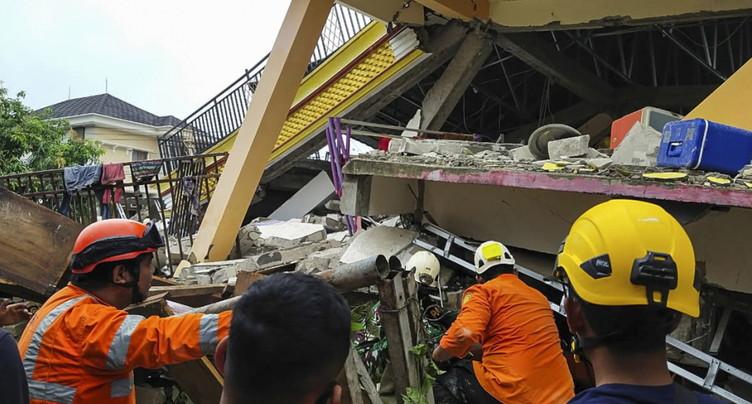 Séisme en Indonésie: au moins 37 morts, des disparus sous les décombres