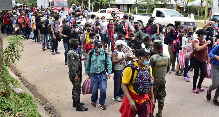 Au moins 6000 migrants honduriens progressent au Guatemala