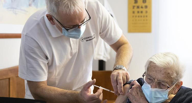 Vaccins contre le Covid: 42 déclarations d'effets indésirables, la plupart bénins
