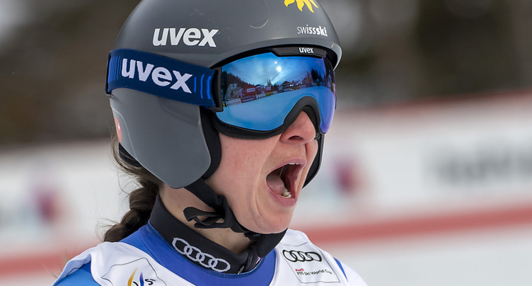 Lara Gut-Behrami sur le podium, Sofia Goggia réussit le doublé