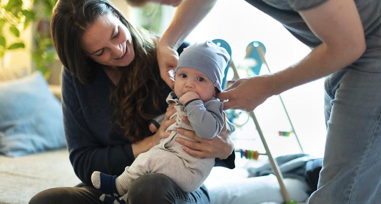 Congé parental: deux semaines supplémentaires au Tessin