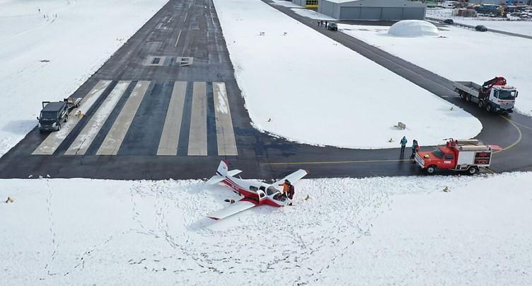 Un avion finit sa course dans la neige à Ecuvillens (FR)