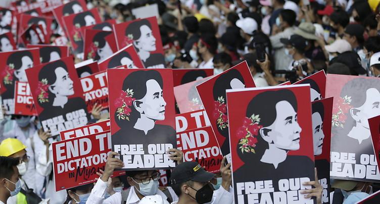 Violences à Rangoun, Facebook ferme les comptes liés à l'armée