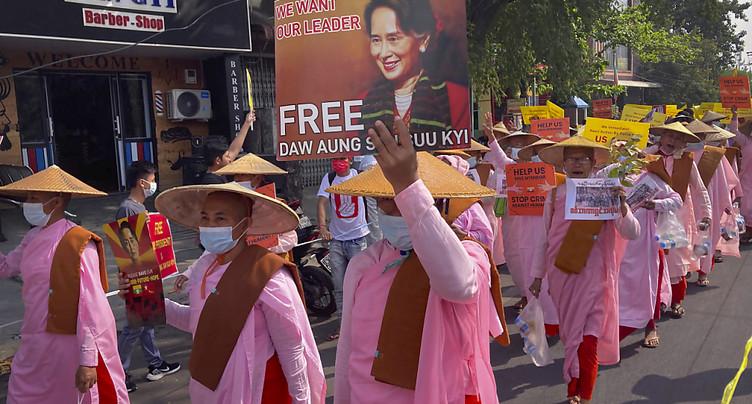 Birmanie: tensions à Rangoun où la police disperse une manifestation