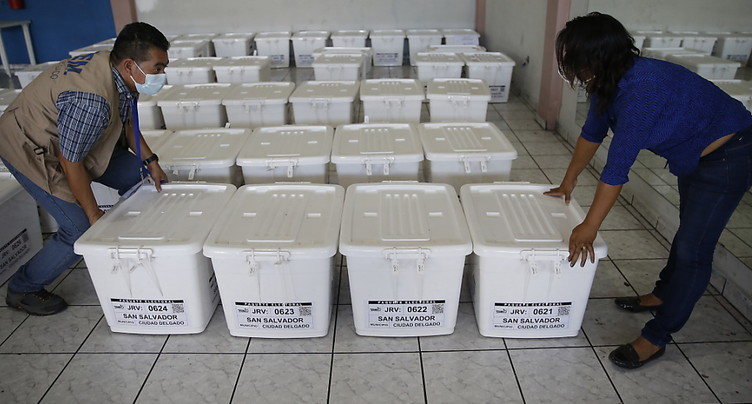 Le Salvador élit ses députés, le parti du président Bukele favori