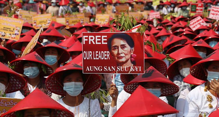 Manifestations violemment dispersées en Birmanie