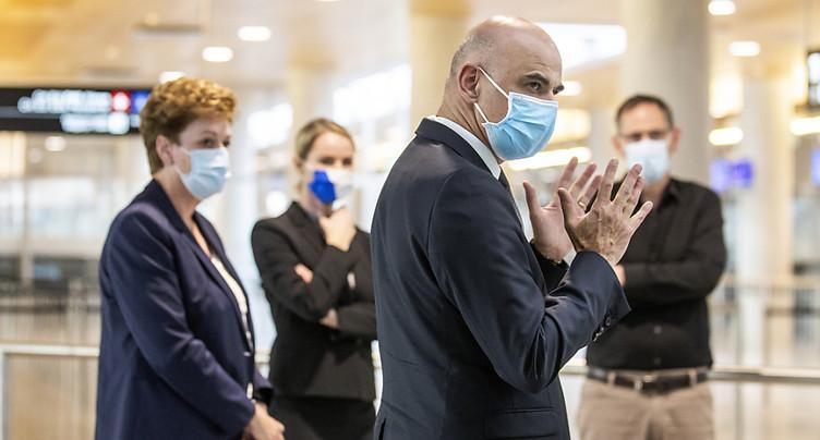 Alain Berset veut faciliter les tests à domicile et au travail