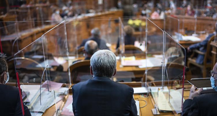 Les sénateurs planchent de nouveau sur la loi Covid-19