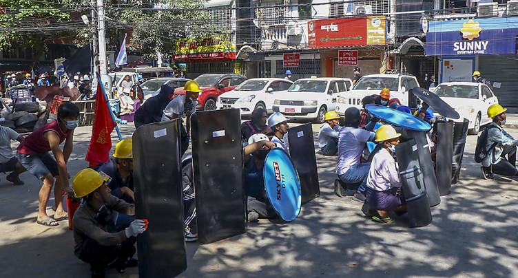 Nouvelles manifestations en Birmanie malgré la répression