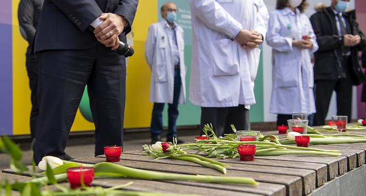 Minute de silence et cloches en hommage aux victimes du Covid-19