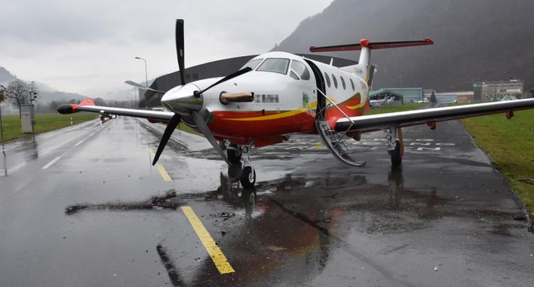 NW: avion Pilatus percuté par une auto sur le chemin de l'aérodrome