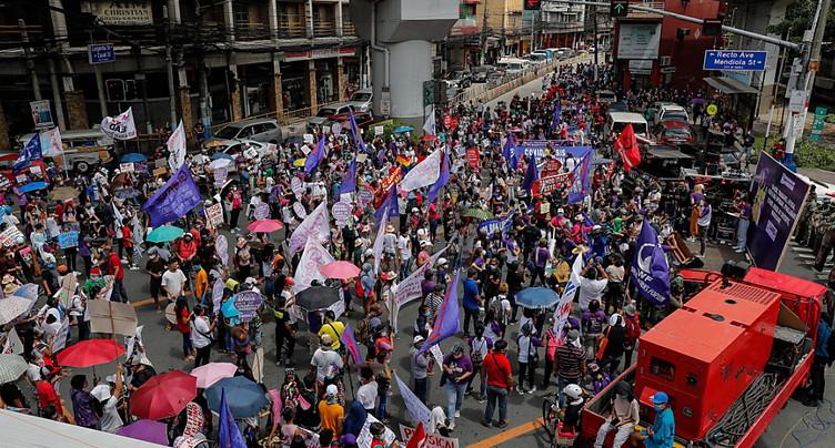 Mobilisations dans le monde la Journée des droits des femmes