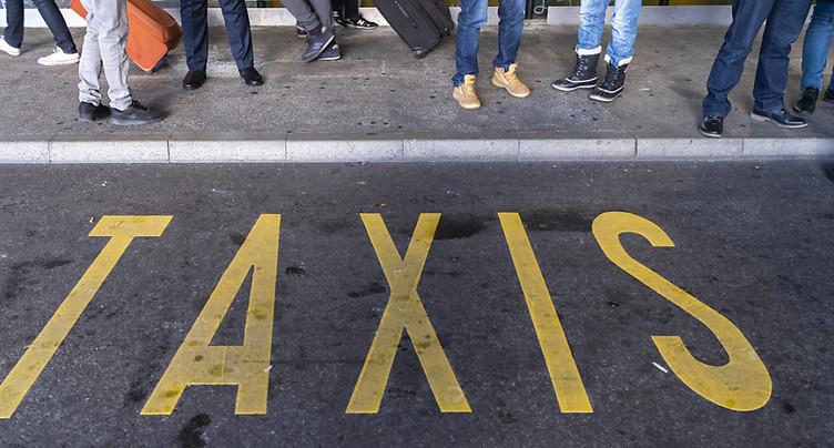 Les taxis français manifestent à la frontière avec la Suisse