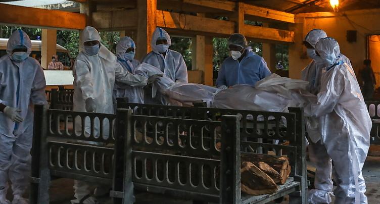 Plus de 3 millions de morts dans le monde, course à la vaccination