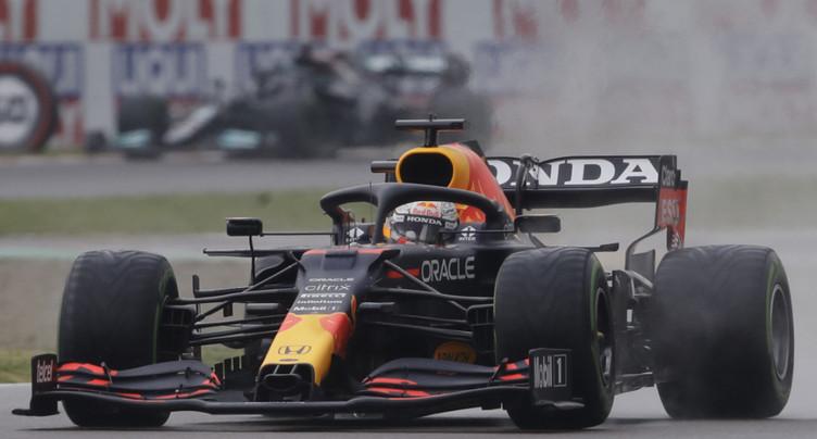 Verstappen remporte une course mouvementée
