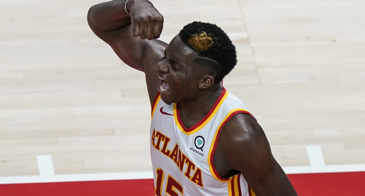 Capela et les Hawks dominent les Pacers