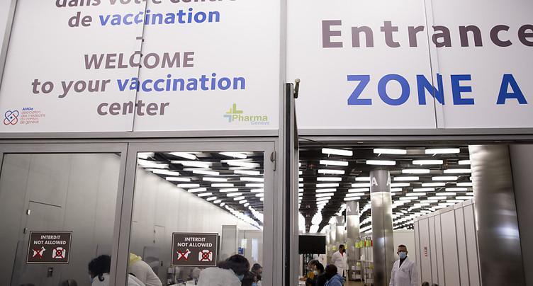Un centre de vaccination géant ouvre ses portes à Palexpo