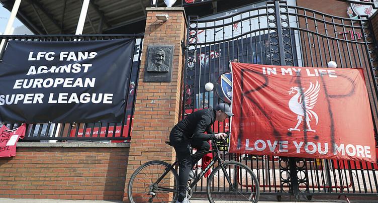 La sécession tourne au fiasco, le foot européen respire