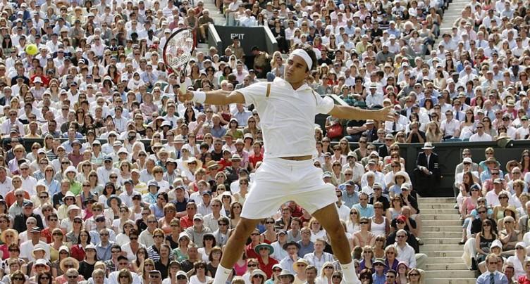 Federer met d'anciennes tenues aux enchères pour la bonne cause
