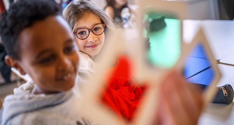 Avec son Photomobile, le musée de l'Elysée amène la photo à l'école