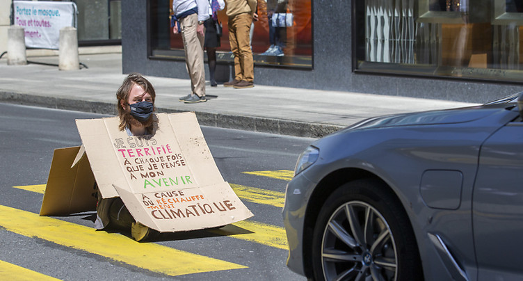 Action d'Extinction Rebellion pour barrer la route au CO2